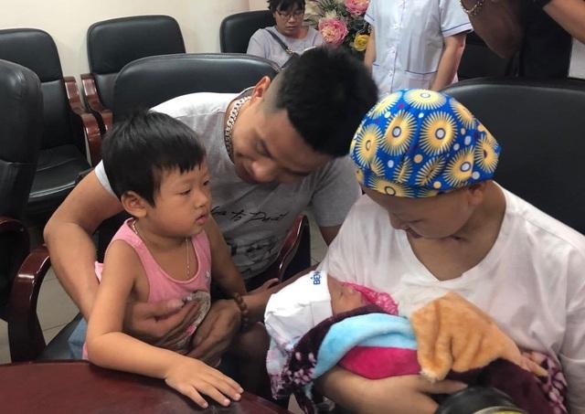 Bé Bình An và mẹ ung thư giai đoạn cuối được ra viện - 9