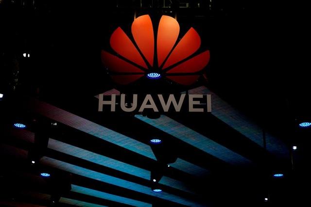 Báo Anh: Mỹ dọa không ký thỏa thuận thương mại nếu London bắt tay Huawei - 1