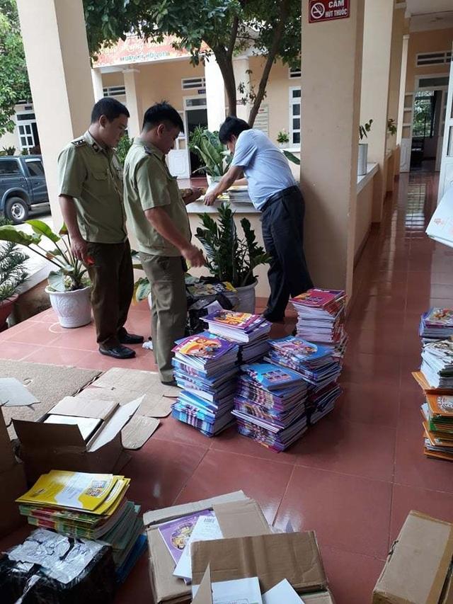 Bắt giữ hàng nghìn quyển sách giáo khoa bị dán tem giả - 2