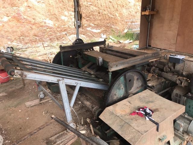 Hệ luỵ xưởng bóc mọc như nấm sau mưa: Chặn cầu tranh nhau từng xe gỗ - 2