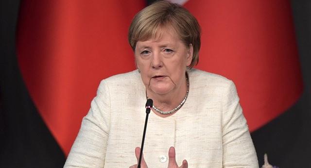 Đức lên tiếng về tình trạng thở mạnh của Thủ tướng Angela Merkel - 1