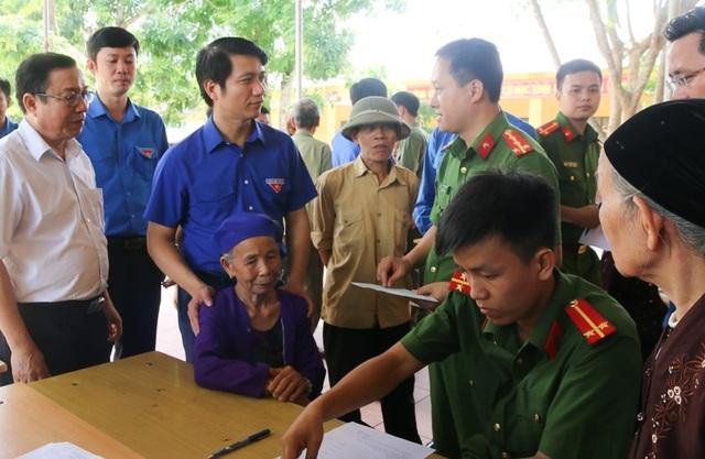 Bí thư TƯ Đoàn thăm, tặng quà đội hình tình nguyện tại huyện miền núi xứ Thanh - 2