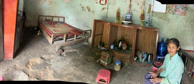 Ngôi nhà sắp sập của cậu bé mồ côi với ông bà ngoại được bạn đọc Dân trí giúp đỡ xây mới - 1