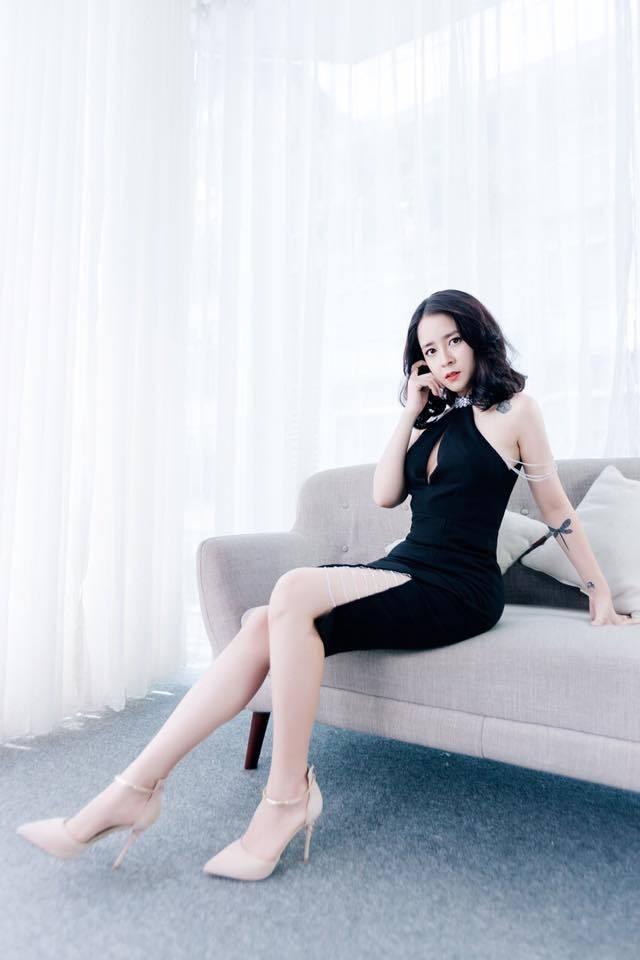 """Nhan sắc vợ """"ông trùm tỷ phú"""" lén lút hôn Việt Anh trong """"Mê cung"""" - 14"""