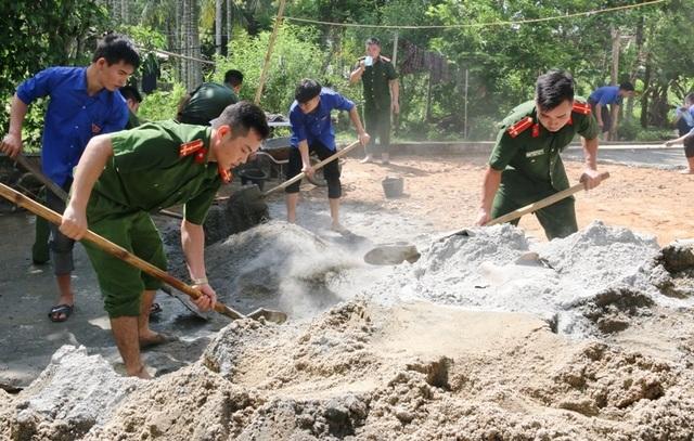 Bí thư TƯ Đoàn thăm, tặng quà đội hình tình nguyện tại huyện miền núi xứ Thanh - 4