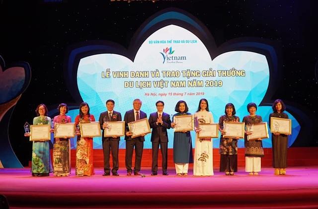 Phó Thủ tướng Vũ Đức Đam dự lễ trao giải thưởng Du lịch Việt Nam 2019 - 1