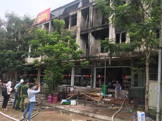 Cháy dữ dội dãy nhà liền kề gần Thiên Đường Bảo Sơn - 2