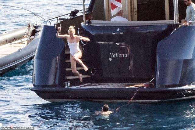 Sophie Turner khoe dáng thon trong kỳ trăng mật - 3
