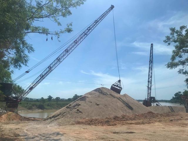 Báo động tình trạng bến tập kết cát sỏi trái phép đe doạ dòng sông Lam! - 1