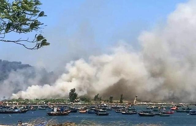 Đà Nẵng: Cháy lớn ở rừng tràm dưới chân núi Sơn Trà - 1