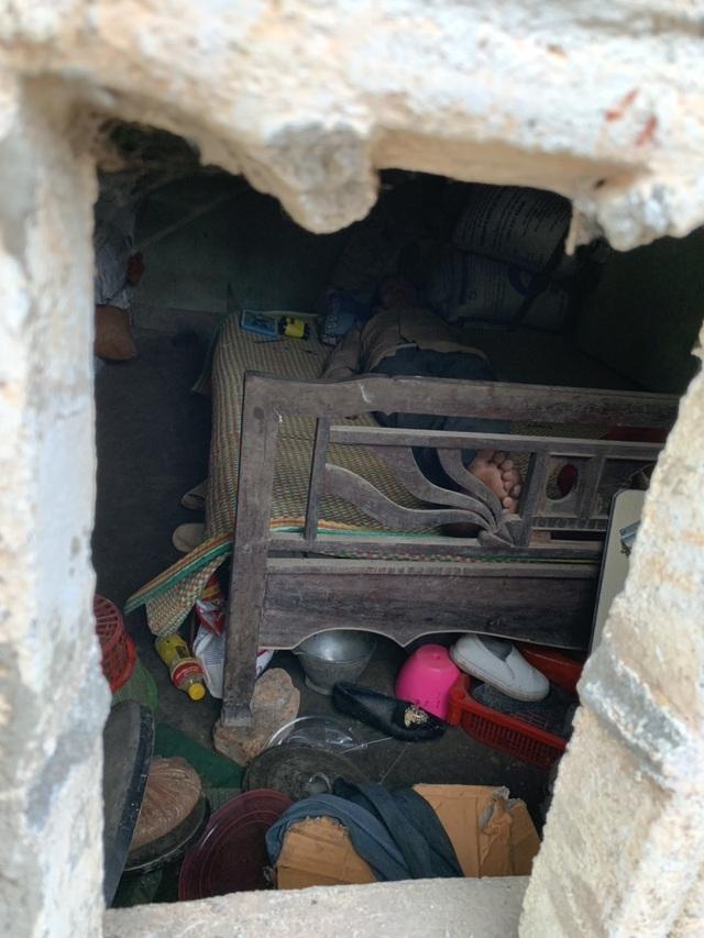 Ngôi nhà sắp sập của cậu bé mồ côi với ông bà ngoại được bạn đọc Dân trí giúp đỡ xây mới - 2