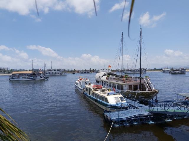 Hạ Long: Thuyền viên tàu du lịch đục lỗ nhà tắm quay lén du khách - 1