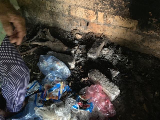 Xót thương cậu bé 6 tuổi cùng ông bà sống nơm nớp trong căn nhà dột nát - 13