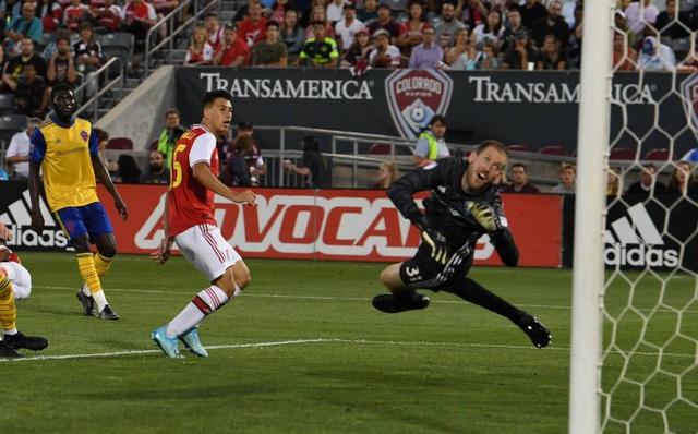 Tân binh lập công, Arsenal giành chiến thắng đầu tiên ở tour du đấu - 2