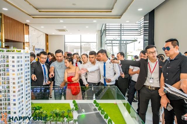 Hơn 800 khách hàng ấn tượng với căn hộ mẫu của Happy One - 1