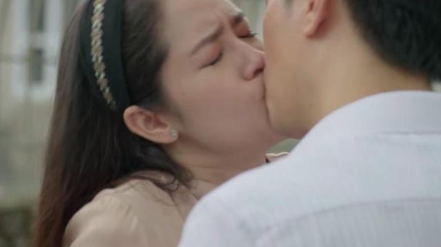 """Nhan sắc vợ """"ông trùm tỷ phú"""" lén lút hôn Việt Anh trong """"Mê cung"""" - 6"""