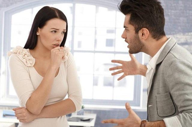 Phụ nữ dại mồm dại miệng, chồng yêu đến mấy cũng có lúc bị ăn đấm - 1