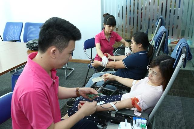 Sanofi Việt Nam đồng hành với Hành trình đỏ nhằm lan rộng hoạt động hiến máu nhân đạo trên cả nước - 2