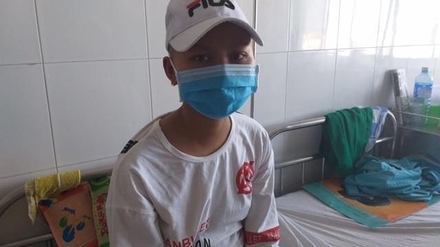 Bạn đọc báo Dân trí ủng hộ thiếu nữ dân tộc Hre mắc bệnh ung thư máu 42 triệu đồng - 3