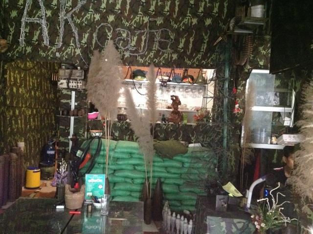 """Chủ quán cà phê bị kiện vì để """"mất"""" 1,5 tấn kỷ vật chiến tranh của bạn - 5"""