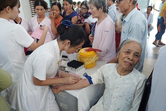3.000 người được khám sàng lọc miễn phí bệnh đái tháo đường và bệnh lý tuyến giáp - 1