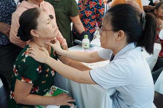 3.000 người được khám sàng lọc miễn phí bệnh đái tháo đường và bệnh lý tuyến giáp - 7