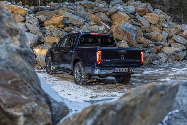 Rộ tin đồn Mercedes-Benz dừng sản xuất xe bán tải X-Class - 5