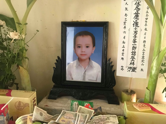 Xót xa gia cảnh cháu bé 5 tuổi tử vong bất thường, bệnh viện nợ câu trả lời - 1