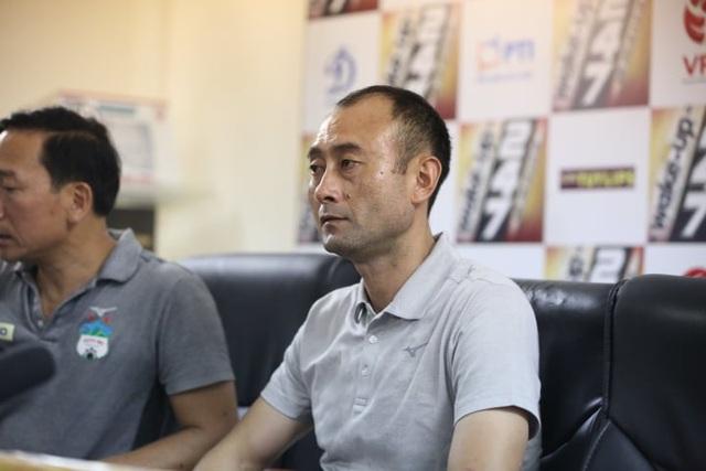 """HLV Lee Tae Hoon phản bác câu nói """"đá cho vui"""" của bầu Đức - 1"""