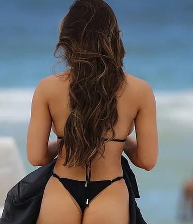 Daphne Joy khoe ngực ngoại cỡ - 3