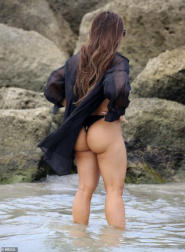 Daphne Joy khoe ngực ngoại cỡ - 4