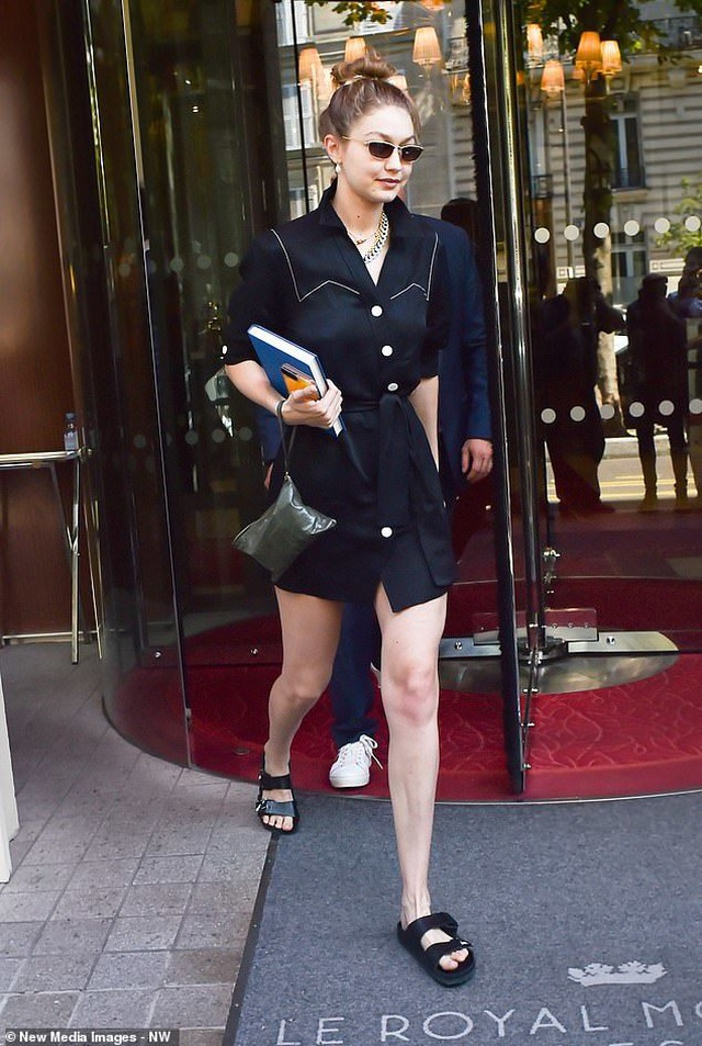 Gigi Hadid diện váy lụa gợi cảm ra phố - 7