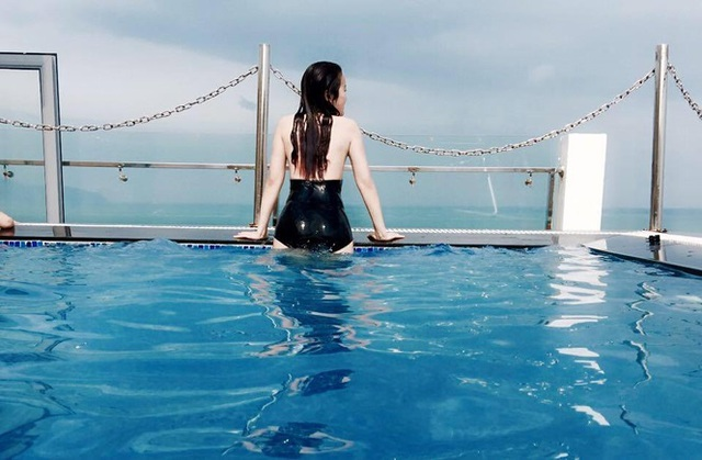Bạn gái hotgirl của Đoàn Văn Hậu diện bikini khoe đường cong nóng bỏng - 2