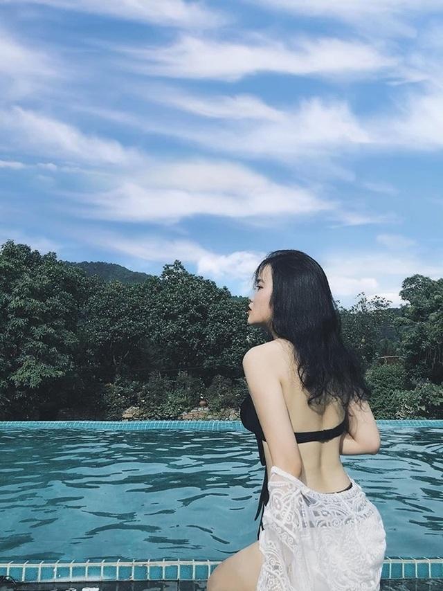 Bạn gái hotgirl của Đoàn Văn Hậu diện bikini khoe đường cong nóng bỏng - 1