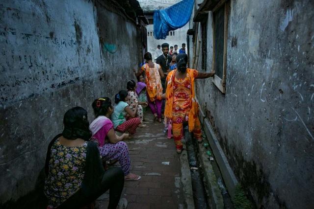 Cảnh địa ngục của những thiếu nữ bị bán vào nhà chứa ở Bangladesh - 1