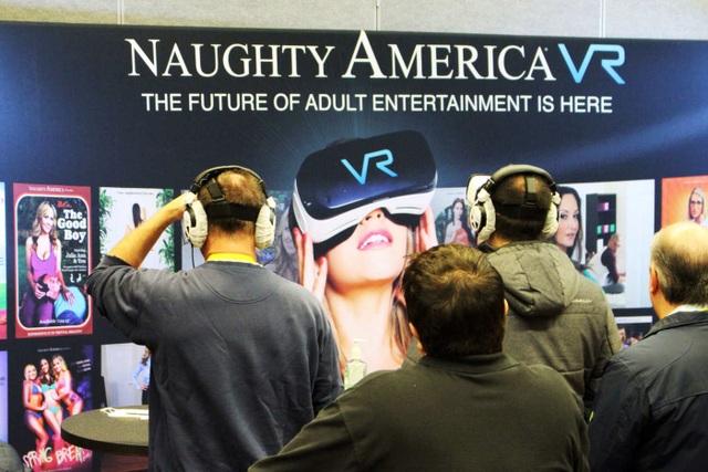 Triển lãm công nghệ gây sốc khi cho phép quảng cáo đồ chơi người lớn - 2