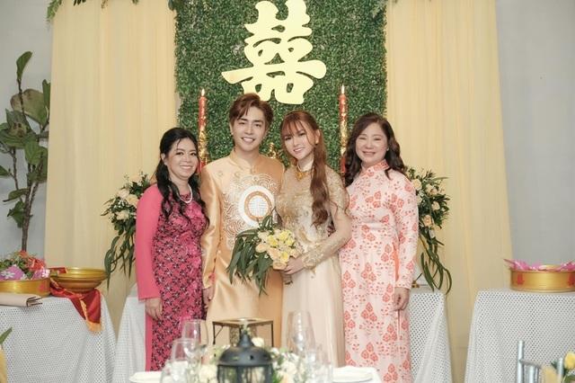 Biểu cảm đáng yêu của con trai Thu Thủy trong hôn lễ của mẹ - 8