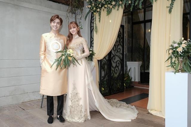 Biểu cảm đáng yêu của con trai Thu Thủy trong hôn lễ của mẹ - 2