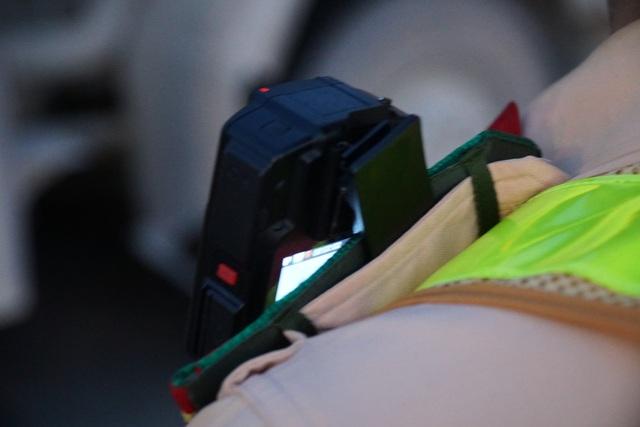 Hé lộ về camera mini tự động phát hiện vi phạm gắn trên ngực áo CSGT - 5