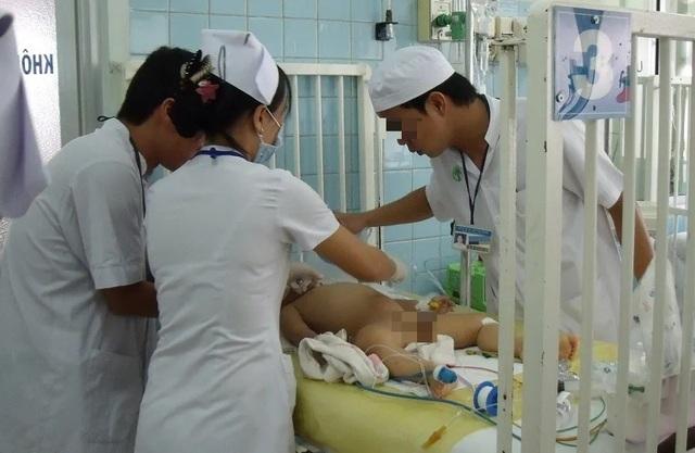 Bé gái 3 tuổi chết tức tưởi tại Bệnh viện Nhi Đồng 2 - 1