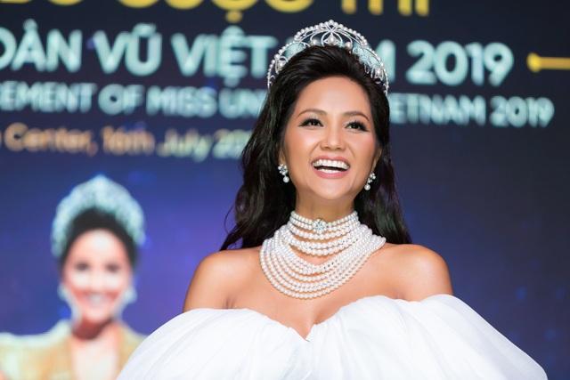 Hoa hậu H'hen Niê xúc động nhìn lại 2 năm nhiệm kỳ - 6
