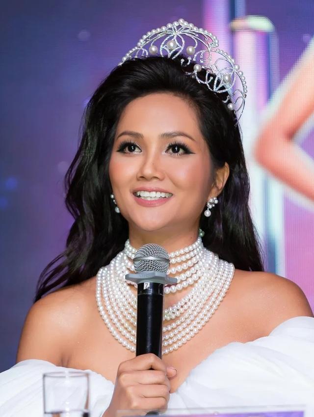 Hoa hậu H'hen Niê xúc động nhìn lại 2 năm nhiệm kỳ - 4