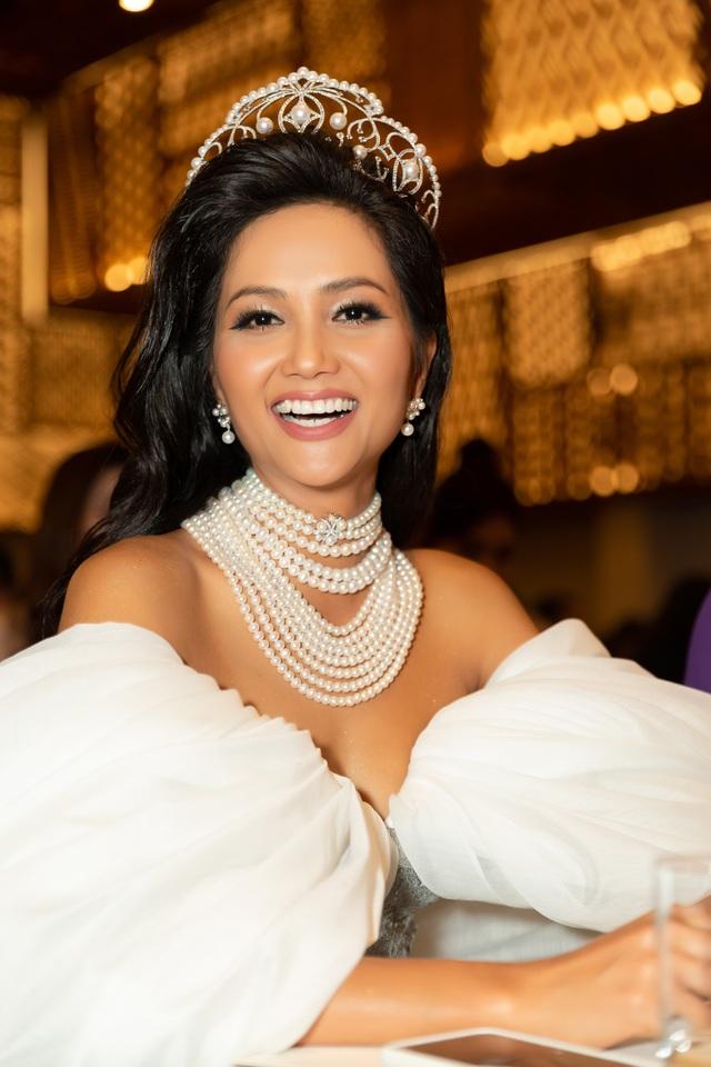 Hoa hậu H'hen Niê xúc động nhìn lại 2 năm nhiệm kỳ - 7