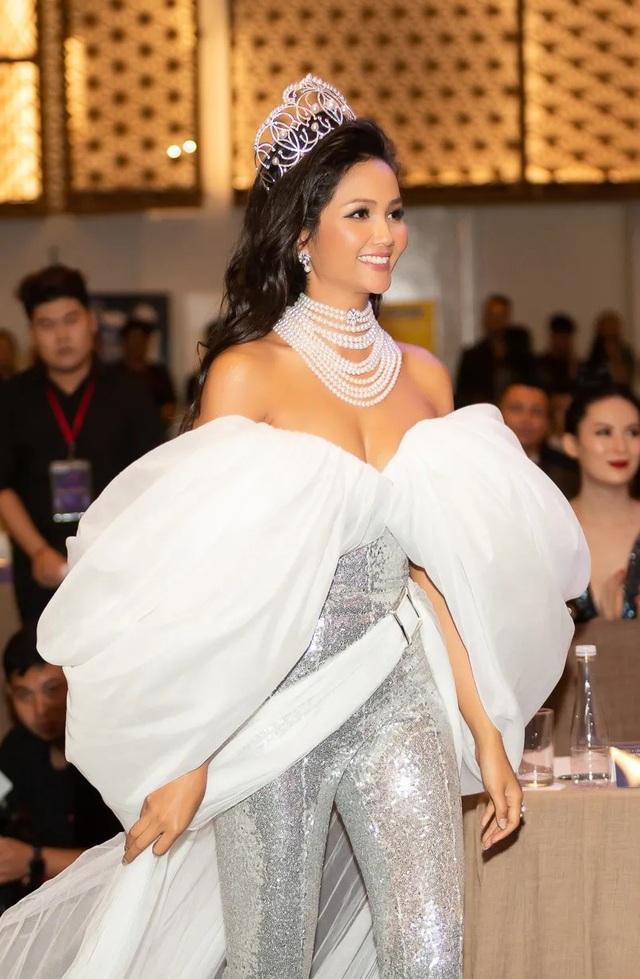 Hoa hậu H'hen Niê xúc động nhìn lại 2 năm nhiệm kỳ - 5