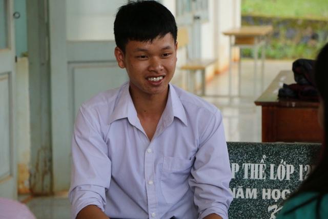 Thủ khoa tỉnh Đắk Nông xin đi làm thêm để ra học ĐH Luật Hà Nội - 1