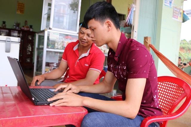 Thủ khoa tỉnh Đắk Nông xin đi làm thêm để ra học ĐH Luật Hà Nội - 3