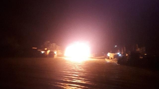 3 tàu cá cháy rụi khi đang neo đậu - 1