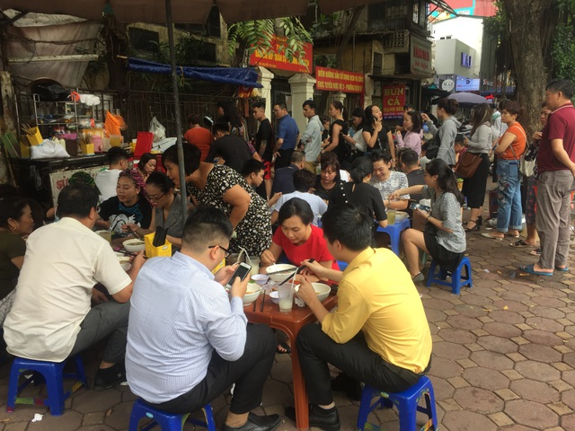 Lạ lùng những quán ăn chửi khách như tát nước chỉ có ở Hà Nội - 10