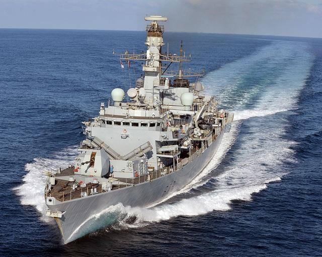 Anh đưa tàu chiến thứ 3 tới vịnh Ba Tư giữa căng thẳng với Iran - 1