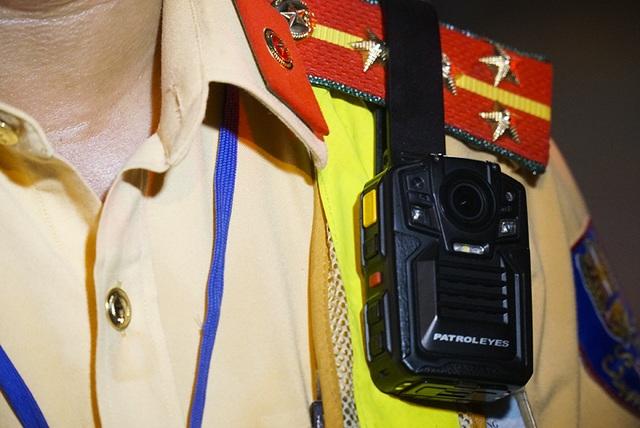 Hé lộ về camera mini tự động phát hiện vi phạm gắn trên ngực áo CSGT - 4